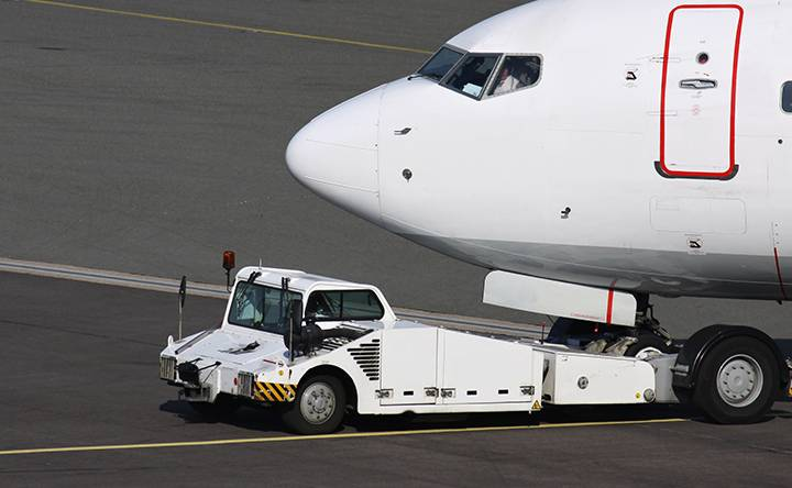 C310 as main contactor for aircraft tractor